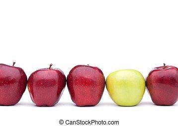 pommes vertes, rouges, une