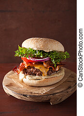 pomodoro, formaggio, cipolla, manzo, pancetta affumicata, hamburger, patty