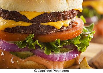 pomodoro, formaggio, hamburger, manzo, lattuga