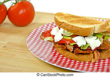 pomodoro, lattuga, panino, pancetta affumicata