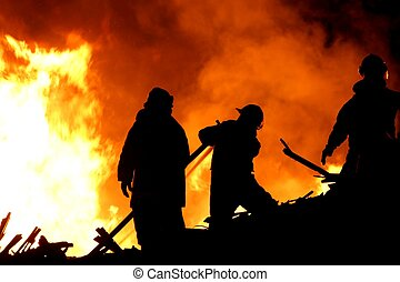 pompiers, silhouetted