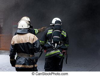 pompiers, trois