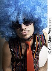 pomylony, facet, z, sunglasses, i błękitny, peruka