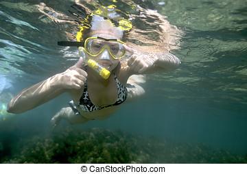 pomylony, kobieta, o, snorkeling