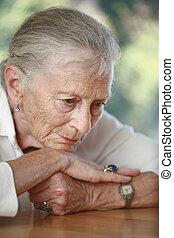 pondering., personne agee, peu profond, dof., femme