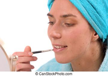 poner lápiz labial