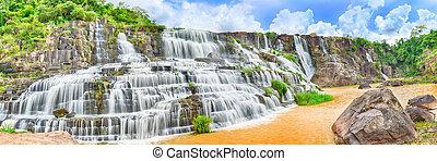 pongour, cascata