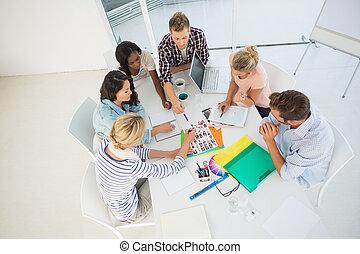 poniendo común, equipo, juntos, diseño, joven