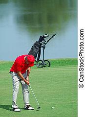 poniendo, curso, golfista, césped del golf