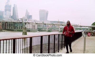 pont, city., sportif, coureur, jeune, courant, dehors, noir, londres, homme