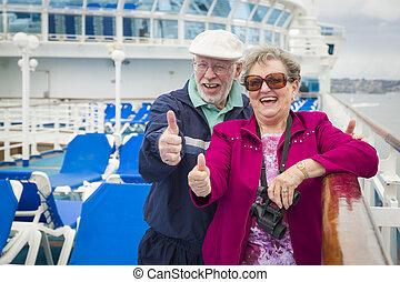 pont, couple, haut, pouces, croisière, personne agee, bateau