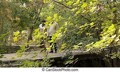 pont, couple, sur, mûrir, passes