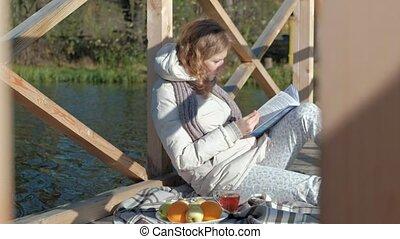 pont, femme, thé, automne, lit, livre, rivière, boissons