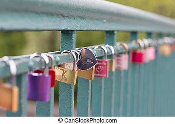 pont, formé, cadenas, coeur