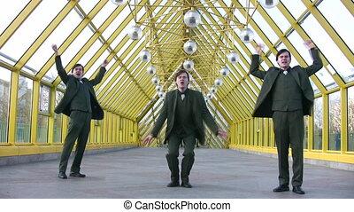 pont, heureux, sauter, trois, hommes affaires