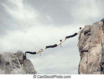 pont, hommes affaires, travailler ensemble