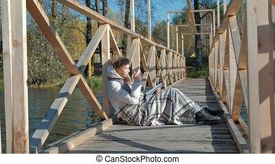 pont, marche, femme, rivière, chien, automne, livre, noir, lecture, tout