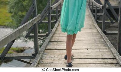 pont, petite fille, vieux