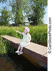 pont, peu, pouce, été, ensoleillé, assied, joli, village, petit, girl, spectacles, jour, émerveillements