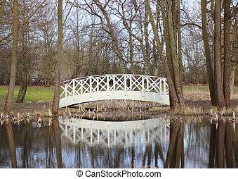 Piccolo ponte bianco wittenburg amsterdam for Piccolo stagno
