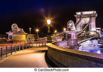 ponte, budapest, lanchid)., (hungarian:, catena, città, scenario, strada, szechenyi, notte, ungheria, urbano