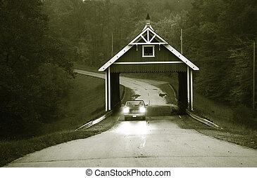 ponte coberta, em, preto branco