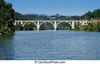 Ponte de Pedra, Entre-os-rios, Portugal.
