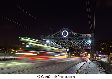ponte, e, tram, in, toronto, notte