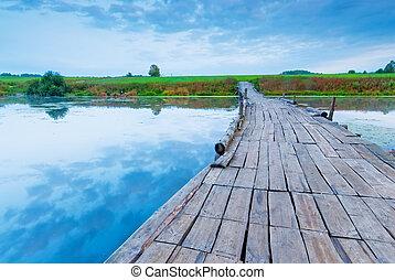 ponte, legno, sopra, lago, mattina, presto, piccolo