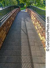 ponte pedone, a, città, insenatura, parco