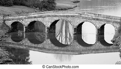 ponte pietra, 2, nero bianco