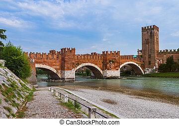 ponte pietra, puente, en, verona, -, italia