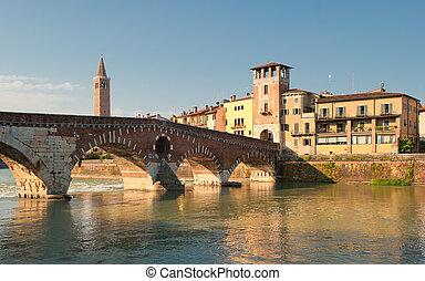 ponte pietra, puente, verona, italia