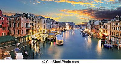 ponte, rialto, y, góndola, en, ocaso, en, venecia, italia