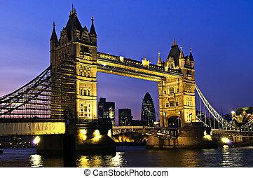 ponte torre, em, londres, à noite