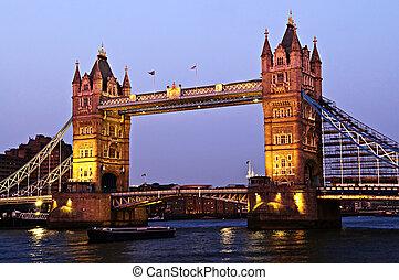 ponte torre, em, londres, em, anoitecer