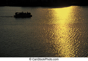 ponton, scheepje, motoring, op, meer, op, ondergaande zon