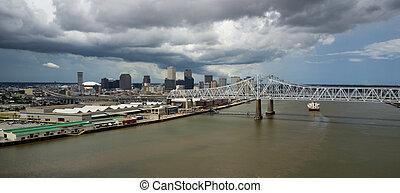 ponts, nuages, orléans, sur, waterfron, péniches, en mouvement, après-midi, orage, passe, nouveau, autoroute