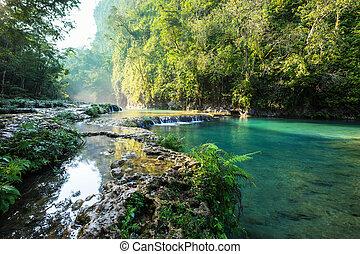 Pools in Guatemala - Beautiful natural pools in Semuc...