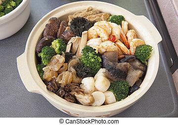 Poon Choi Cantonese Big Feast Bowl Closeup - Poon Choi Hong...