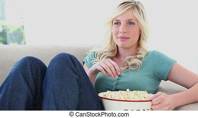 pop-corn, femme mange, jeune