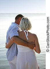 por, ambulante, playa, pareja, más viejo