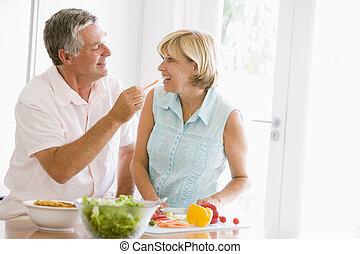 pora na posiłek, żona, mąż, przygotowując, razem, mąka