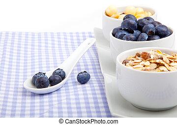 porcelaine, bol, serviette, cuillère, cornflakes, frais, blanc, myrtille