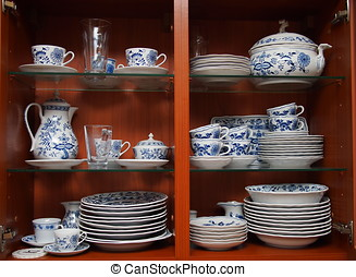 porcelana, w, drewniany, kuchenny gabinet