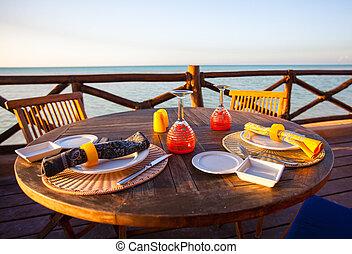 porche, air, coucher soleil, servi, table, ouvert