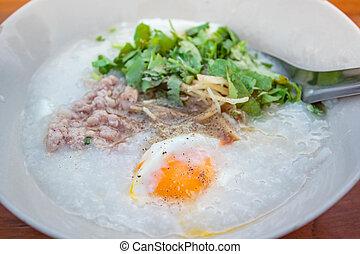 porridge, carne di maiale, egg.