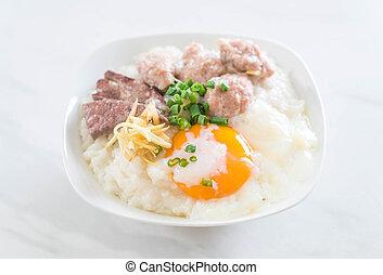 porridge, carne di maiale, riso, uovo