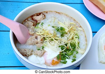 porridge, carne di maiale, uovo