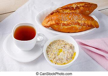 Porridge. Healthy oatmeal breakfast.
